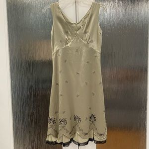 Kenzie silk embroidered dress Size 4